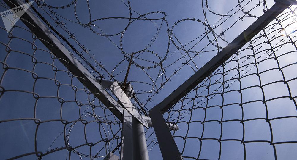 Колючая проволока на границе. Архивное фото