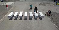 Пешеходный переход воспарил над дорогой в Исландии — видео