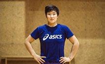 Чемпионка мира по женской борьбе среди юниоров Айпери Медет кызы во время тренировок в зале