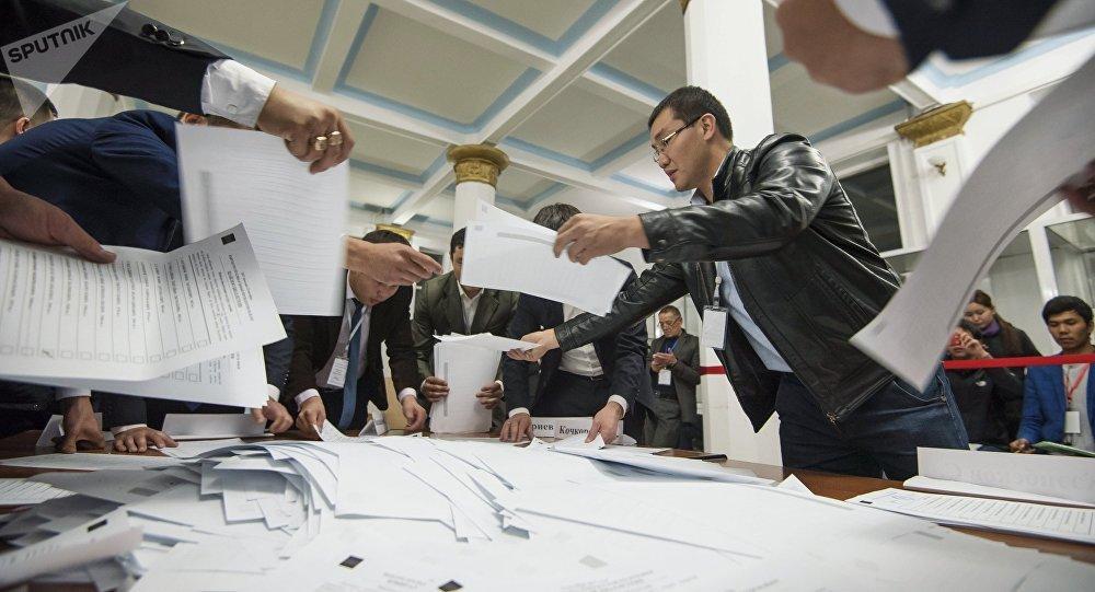 Перед сложением полномочий Атамбаев подарит Киргизии новейшую стратегию развития