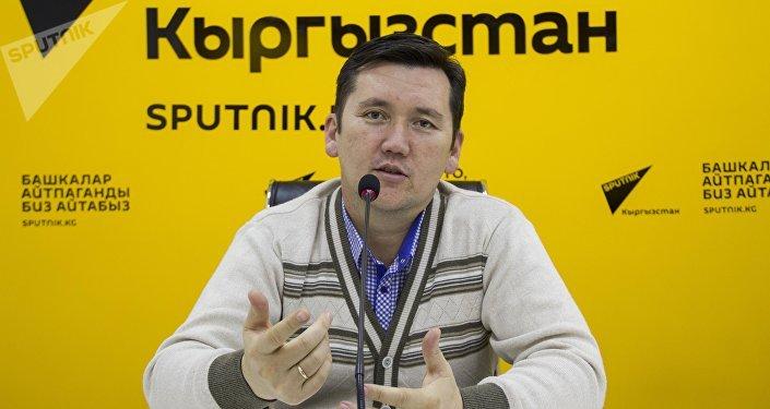 Психолог Ильдар Акбутин во время интервью Sputnik Кыргызстан