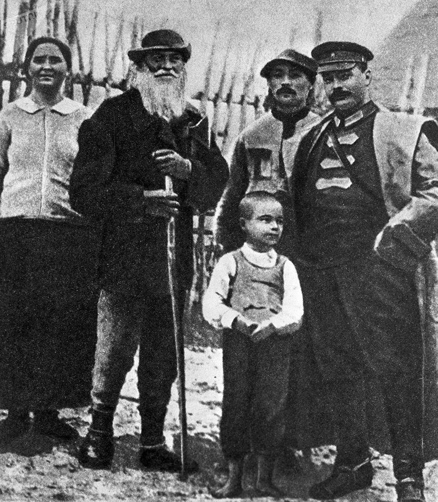 Михаил Фрунзе среди крестьян