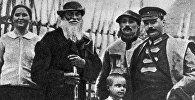 Начальник Военной академии Михаил Фрунзе и крестьяне