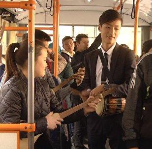 Дети просят Атамбаева и Назарбаева помириться — флешмоб в Бишкеке