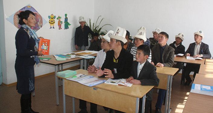 Улуу жана Кичи Памирден көчүрүлүп келген кыргыздар билим ала баштаганын өкмөттүн Нарын облусундагы өкүлчүлүгүнүн маалымат кызматы кабарлады
