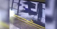 Как работника автомойки намотало на щетку — видео из Бразилии