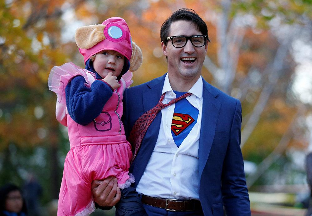 Премьер-министр Канады Джастин Трюдо в костюме супермена Кента Кларка