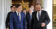 Кыргызстан менен Өзбекстандын өкмөт башчылары Сапар Исаков жана Абдулла Ариповдун архивдик сүрөтү