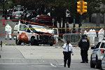 Сотрудники полиции и следователи на месте наезда грузовика на толпу людей в Нью-Йорке
