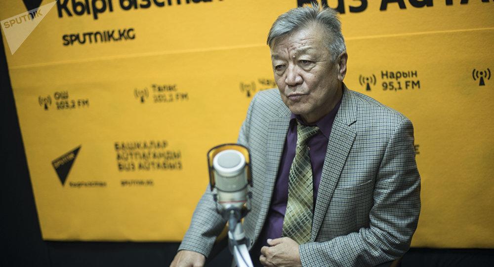 Архивное фото директора Института сейсмологии Национальной академии наук КР Канатбека Абдрахматова