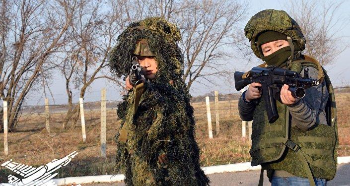 Дети на авиационной базе ОДКБ Кант