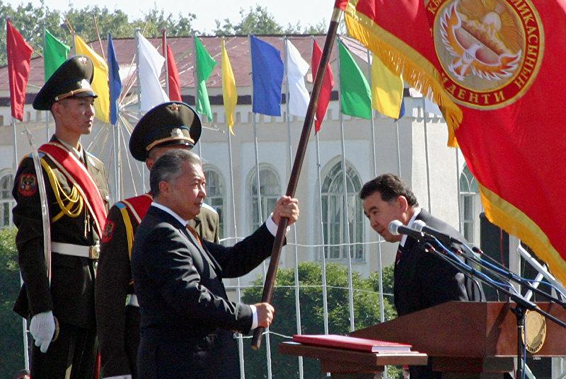 Новый президент Кыргызстана Курманбек Бакиев во время церемонии инаугурации в Бишкеке, Кыргызстан. 14 августа 2005 года