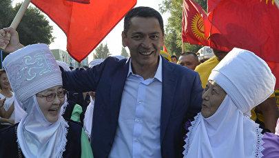 Кандидат в президенты Кыргызстана Омурбек Бабанов во время предвыборных агитаций