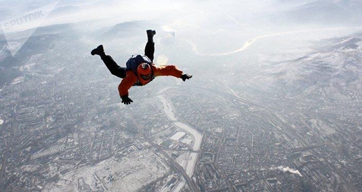 Сноубордист убежал отлавины, спровоцированной егоже катанием