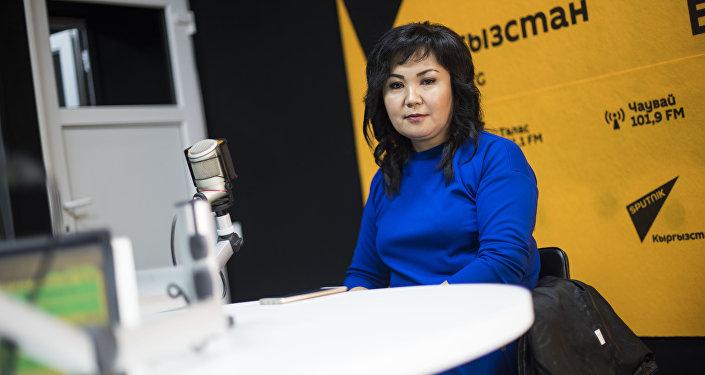 Ала-Тоо 24 телеканалынын кабарчысы Айжан Омолдошева маек учурунда