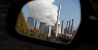 Дым выходящий из труб угольной электростанции в Германии. Архивное фото