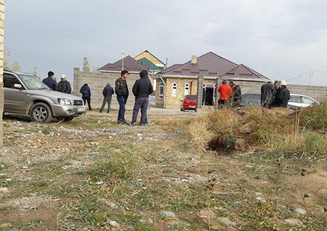 Дом в новостройке Кок-Жар города Бишкек, где неизвестные застрелили Улана Салянова