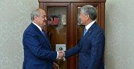 Президент Алмазбек Атамбаев жекшемби күнү Өзбекстан ТИМ жетекчиси Абдулазиз Камиловду кабыл алып, эки тараптуу маселе талкууланды