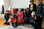 Передача дома семье Абдыбаита Жээнбекова переселенных из Памира