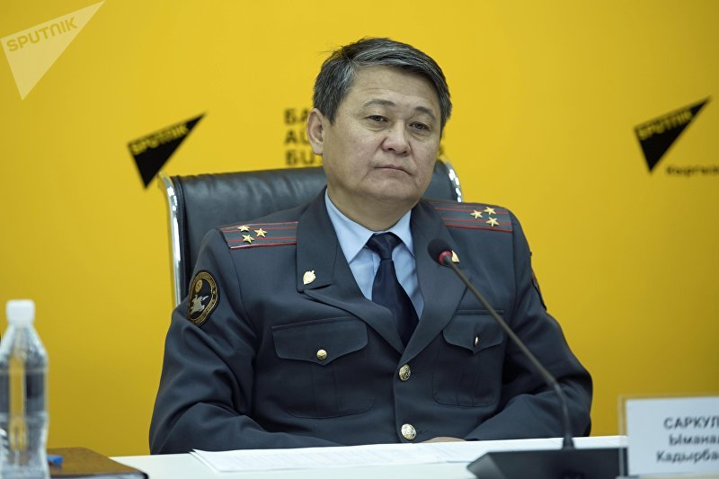 Замглавы Главного управления патрульной милиции МВД Ыманалы Саркулов на пресс-конференции в Sputnik Кыргызстан