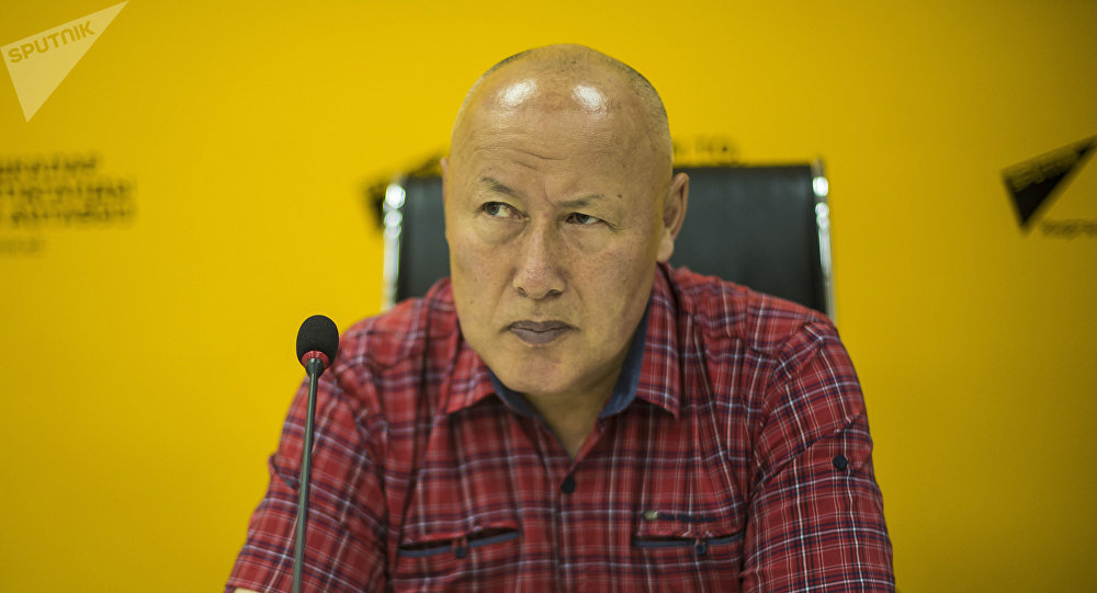 Экс-начальник Генерального штаба Вооруженных сил КР Асанбек Алымкожоев на пресс-конференции в мультимедийном пресс-центре Sputnik Кыргызстан