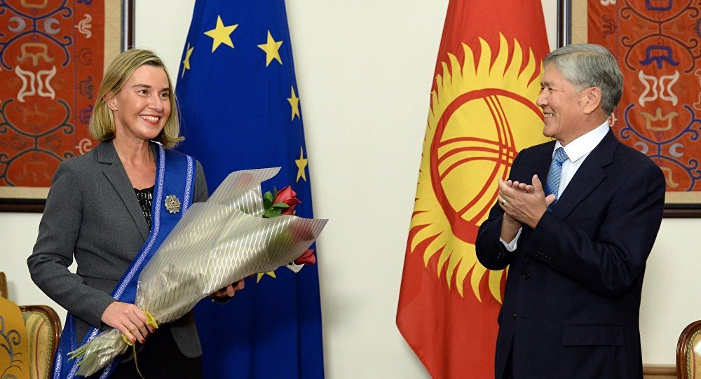 Федерика Могерини признала заслуги Атамбаева вразвитии демократических институтов вКиргизии