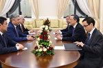 В Самарканде состоялась встреча Министров иностранных дел Кыргызстана Эрлана Абдылдаева и Казахстана Кайрата Абдрахманова. 9 ноября