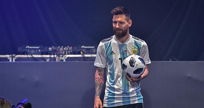 Топту эл алдына Алтын топ сыйлыгынын беш жолку ээси, Аргентинанын курама командасынын капитаны Лионель Месси алып чыкты.