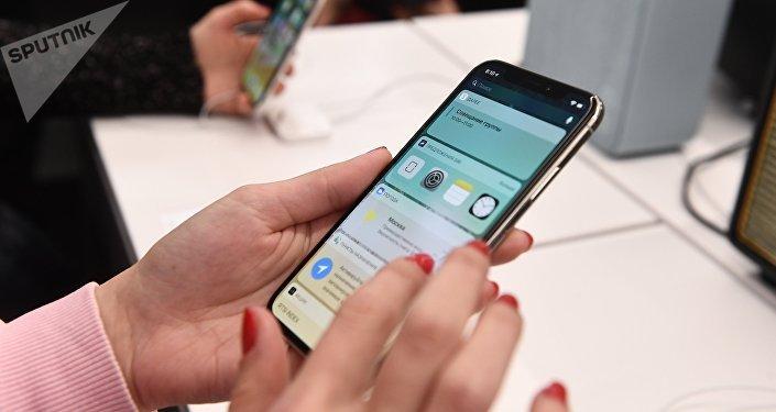 Apple компаниясынын iPhone X телефону. Архив