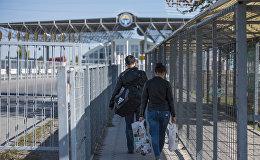 Кыргызстандын чек арасынан өтүп аткандар. Архивдик сүрөт