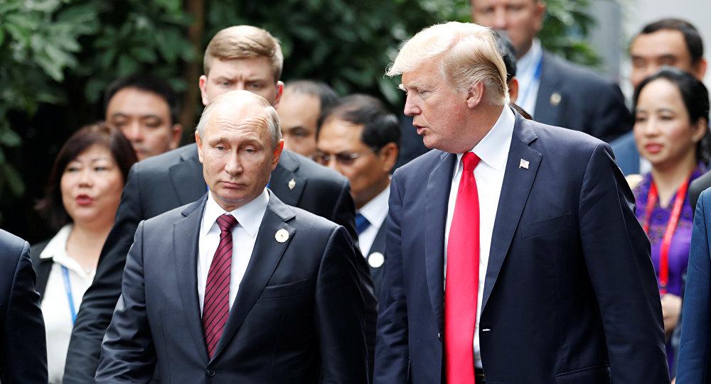 Россиянын президенти Владимир Путин жана АКШ либеди Дональд Трамп. Архив