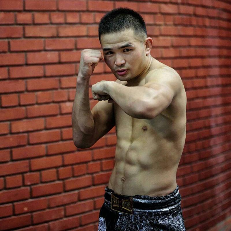Кыргызстанский боксер Дастан Али Шаршеев во время тренировки