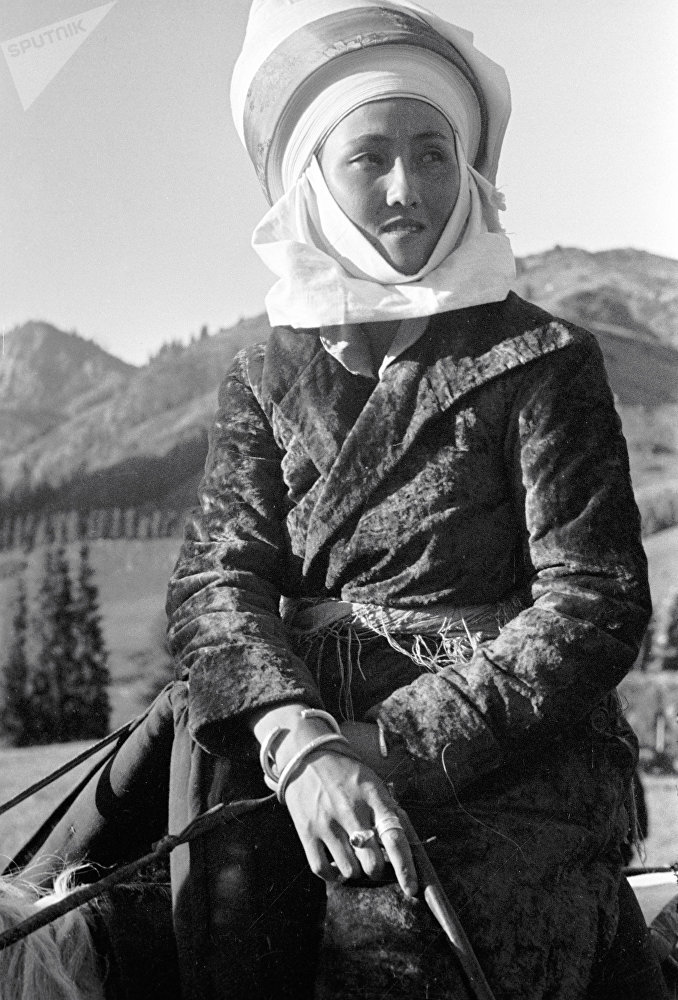 Женщины-кочевницы легко могли дать фору мужчинам в вопросах верховой езды (1936 год)