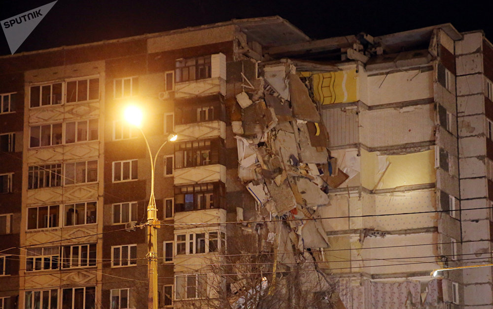 Ижевскиде (Россия) үй тиричилигинде колдонулган газ баллон жарылып 9-кабаттан 1-кабатка чейин үйдүн жарымы урап калды