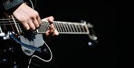 Гитара. Архивдик сүрөт