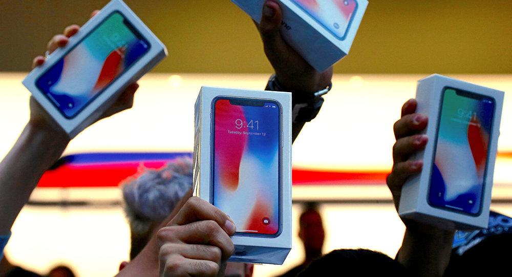 Продажа iPhone X. Архивное фото