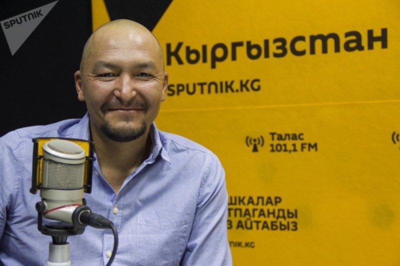 Бишкекский фотограф Наиль Насритдинов во время интервью на радио Sputnik Кыргызстан