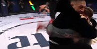 Конор Макгрегор ворвался в октагон и набросился на рефери — видео