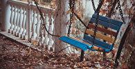 Скамейка осенью. Архивное фото