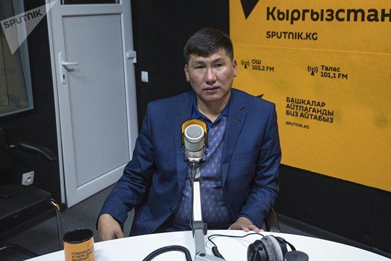 Экс-депутат Улукбек Кочкоров во время интервью на радио Sputnik Кыргызстан