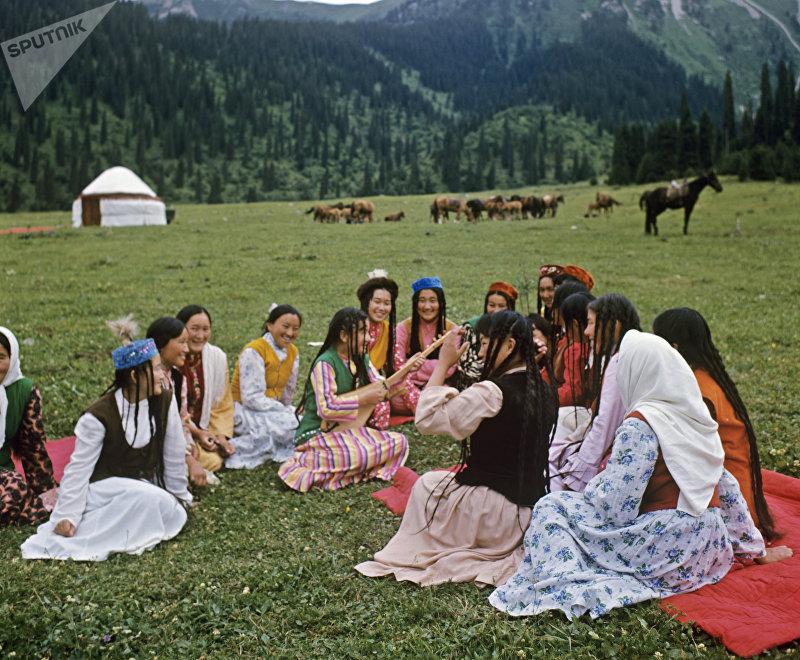 Киргизские девушки на отдыхе
