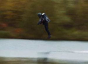 Человек пролетел со скоростью 51 км/ч, установив мировой рекорд — видео