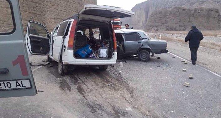 Баткен облусундагы жол кырсыктан каза болгондордун бири милиция кызматкери экен