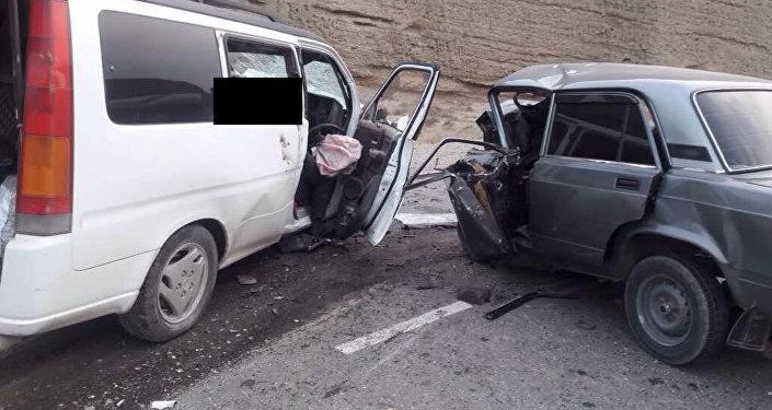Авария произошла в Лейлекском районе на 24-м километре трассы Исфана — Ош.