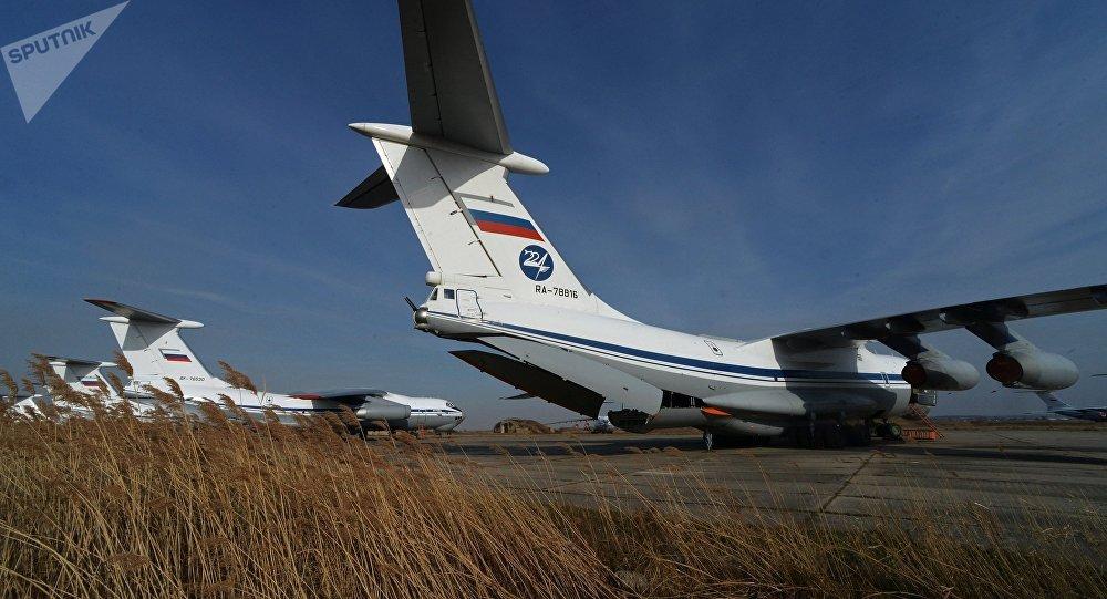 Архивное фото военно-транспортных самолетов Ил-76. Архивное фото