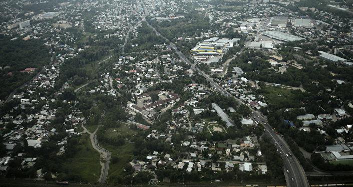 Вид с высоты на город Алматы. Казахстан