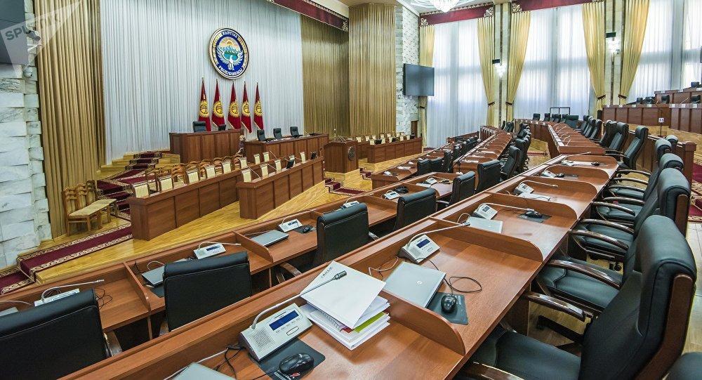 Главный зал Жогорку Кенеша, где заседают депутаты в Бишкеке. Архивное фото