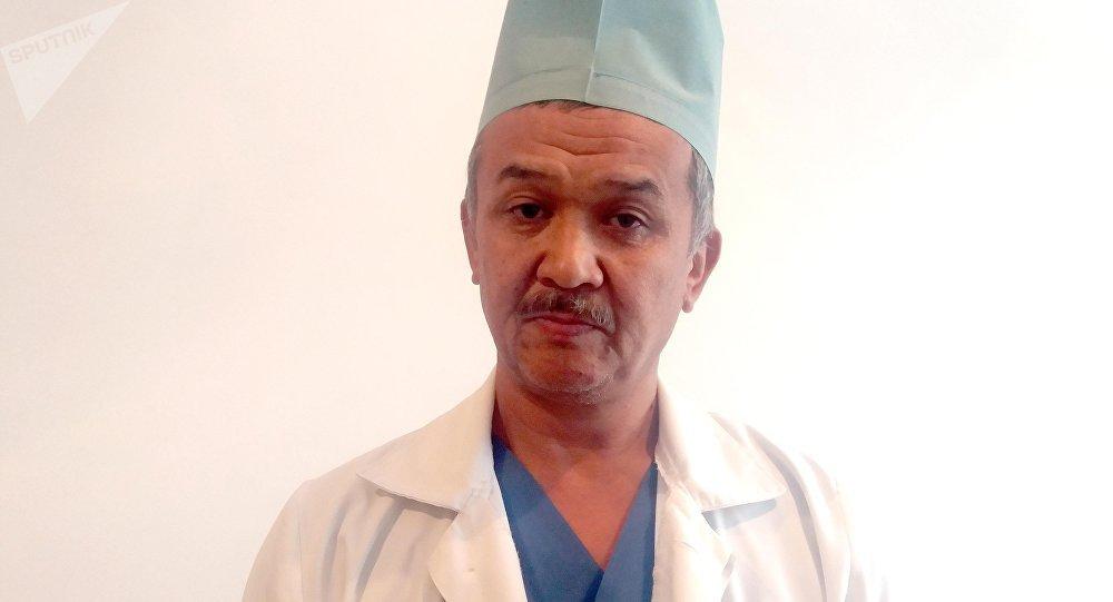 Ош облустук балдар ооруканасынын хирургу Кудайберди Тешебаев