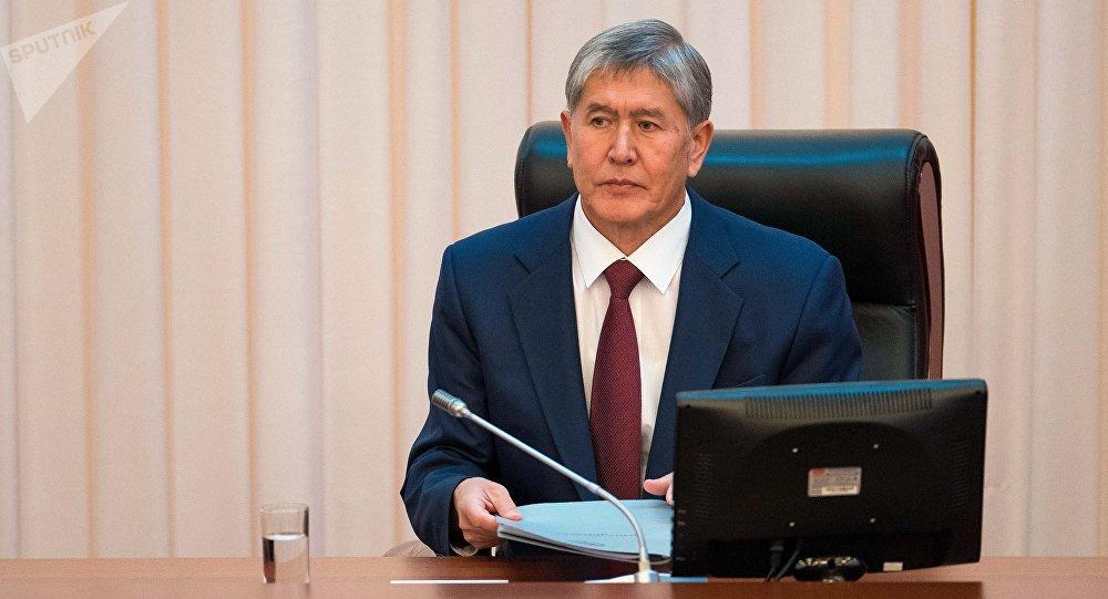 Архивное фото президента Кыргызской Республики Алмазбека Атамбаева в ЖК