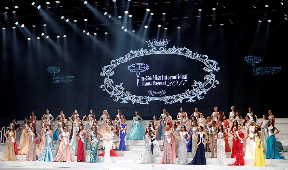 Все 70 участниц — победительницы конкурсов красоты в своих странах